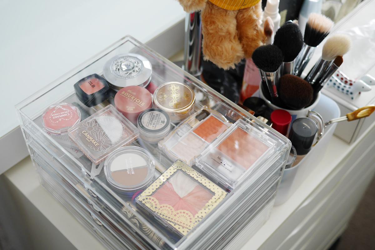 updated makeup storage capture your life. Black Bedroom Furniture Sets. Home Design Ideas